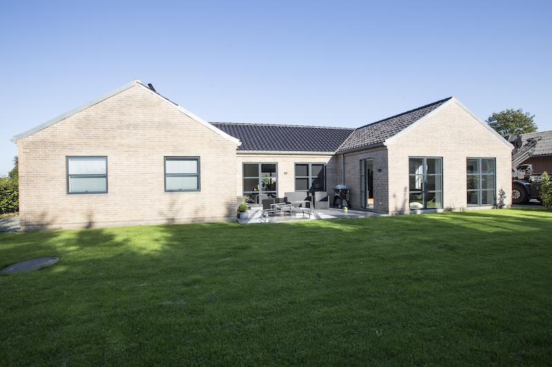 1. plans villa på 260 m2 med integreret garage